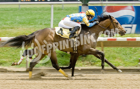 Side By Side winning at Delaware Park on 6/21/11