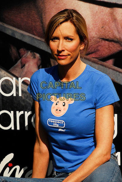 "HEATHER MILLS McCARTNEY .Launching ""Viva"", a campaign against pig cruelty, London, UK. .March 15th, 2007.half length blue tee shirt .CAP/IA.©Ian Allis/Capital Pictures"