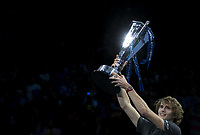 (181119) -- LONDON, Nov. 19, 2018 (Xinhua) -- Alexander Zverev of Germany celebrates with the trophy after the singles final against Novak Djokovic of Serbia during Day 8 of the 2018 Nitto ATP Tennis Herren World Tour Finals at The O2 Arena in London, Britain on Nov. 18, 2018. Alexander Zverev won 2-0. (Xinhua/Han Yan) (SP)BRITAIN-LONDON-TENNIS-ATP FINALS-FINAL PUBLICATIONxNOTxINxCHN  <br /> Londra 18-11-2018 <br /> ATP Masters final 2018 <br /> ITALY ONLY