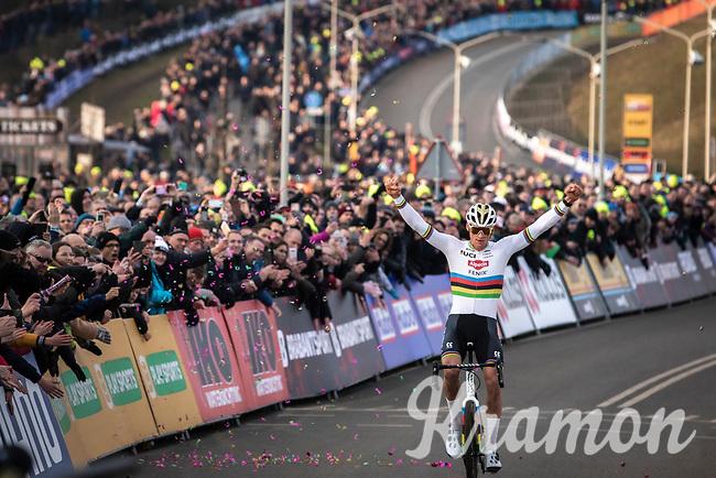 Mathieu Van der Poel (NED/Alpecin Fenix) solo's to victory <br /> <br /> Men Elite Race<br /> UCI Cyclocross Worldcup – Hoogerheide (Netherlands)<br /> <br /> ©kramon