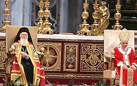 Papa Benedetto XVI, destra, ed il Patriarca Ecumenico di Costantinopoli Bartolomeo I celebrano una messa nella Basilica di San Pietro, Citta' del Vaticano, 29 giugno 2008, nella solennita' dei Santi Pietro e Paolo..Pope Benedict XVI, right, and Ecumenical Patriarch Bartholomew I lead a mass at St. Peter's Basilica, Vatican, 29 june 2008, for the feast of St. Peter and St. Paul..UPDATE IMAGES PRESS/Riccardo De Luca