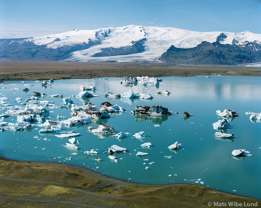 J&ouml;kuls&aacute;rl&oacute;n,  &Ouml;r&aelig;faj&ouml;kull, Hvannadalshn&uacute;kur,  Loftmynd.<br /> Jokulsarlon glacier lagoon. Oraefajokull glacier in background. Hvannadalshnj&uacute;kur in background. Aerial