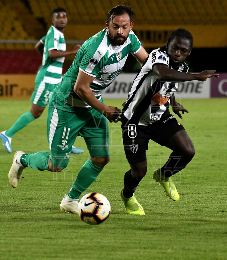 BOGOTÁ-COLOMBIA, 27-08-2019: Matías Mier de La Equidad (COL) y Chará de Atlético Mineiro (BRA), disputan el balón, durante partido de vuelta de los cuartos de final entre La Equidad (COL) y Club Atlético Mineiro (BRA), por la Copa Conmebol Sudamericana 2019 en el estadio Nemesio Camacho El Campin, de la ciudad de Bogotá. / Matias Mier of La Equidad (COL) and Chara de of Atletico Mineiro (BRA), figths for the ball, during a match between La Equidad (COL) and Club Atletico Mineiro (BRA), of the second leg of the quarter finals for the Conmebol Sudamericana Cup 2019 in the Nemesio Camacho El Campin stadium in Bogota city. Photo: VizzorImage / Luis Ramírez / Staff.