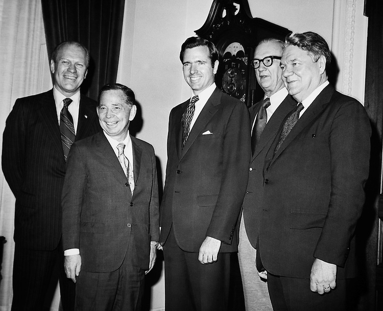 Sen. H. John Heinz III, R-Pa with party members. (Photo by CQ Roll Call)
