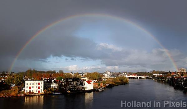 Regenboog boven de Zaan in Zaandam