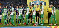 BOGOTA - COLOMBIA - 18 – 02 - 2018: Los jugadores de Millonarios y Atletico Nacional, durante partido de la fecha 4 entre Millonarios y Atletico Nacional, por la Liga Aguila I 2018, jugado en el estadio Nemesio Camacho El Campin de la ciudad de Bogota. / The players of Millonarios and Atletico Nacional, during a match of the 4th date between Millonarios and Atletico Nacional, for the Liga Aguila I 2018 played at the Nemesio Camacho El Campin Stadium in Bogota city, Photo: VizzorImage / Luis Ramirez / Staff.