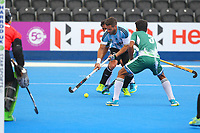 Agustin Mazzilli makes an attack on the Pakistan goal during the Hockey World League Quarter-Final match between Argentina and Pakistan at the Olympic Park, London, England on 22 June 2017. Photo by Steve McCarthy.