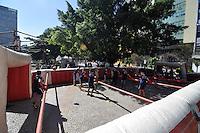 SAO PAULO, SP, 30 DE JUNHO DE 2012 - VIRADA ESPORTIVA SP - Publico participa de Pebolim Humano no Vale do Anhangabaú na manhã deste sabado (30), durante Virada Esportiva 2012, que acontece este final de semana em São Paulo. FOTO: LEVI BIANCO - BRAZIL PHOTO PRESS