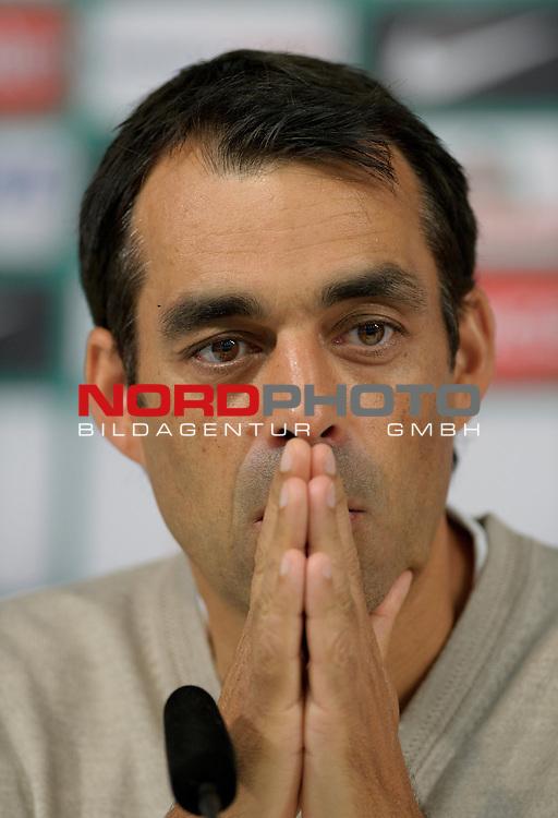 25.09.2014, Weserstadion, Bremen, GER, 1.FBL, Pressekonferenz Werder Bremen, im Bild Robin Dutt (Trainer Werder Bremen)<br /> <br /> Foto &copy; nordphoto / Frisch *** Local Caption ***