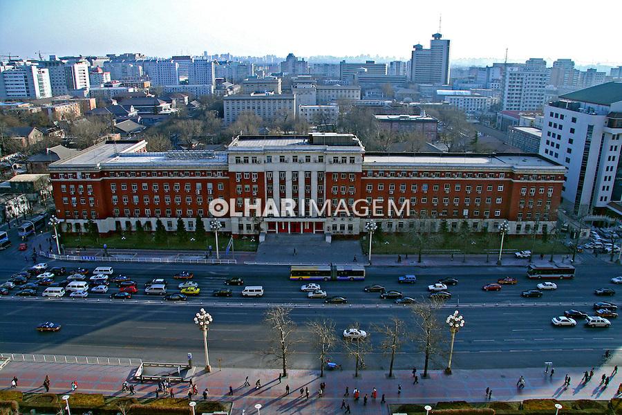 Prédio e avenida na cidade de Pequim. China. 2007. Foto de Flávio Bacellar.