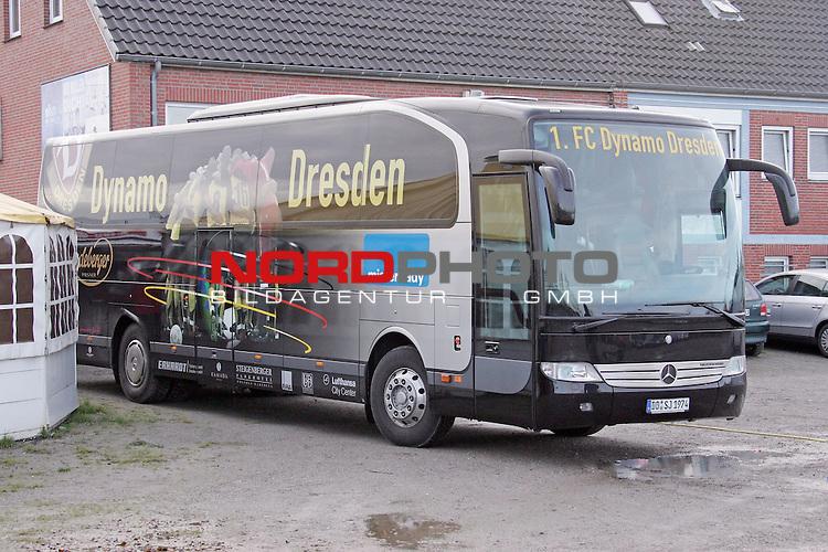 RLN  2006/2007 - 17. Spieltag - <br /> Kickers Emden vs Dynamo Dresden (gelb )<br /> <br /> Vereinsbus Dresden - Mannschaftsbus<br /> <br /> Foto &copy; nordphoto <br /> <br /> <br /> <br />  *** Local Caption ***