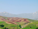 Iran 2004  Paysage avec champs et montagnes au printemps dans le Kurdistan<br />