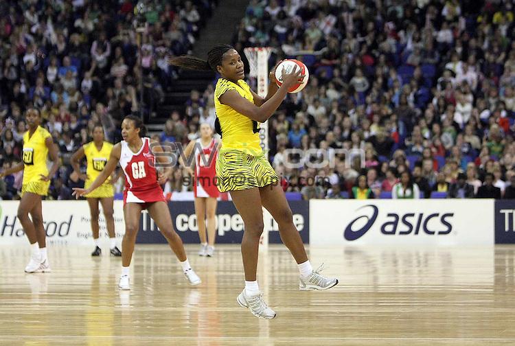 PICTURE BY BEN DUFFY/SWPIX.COM - Netball - The Co-Operative International Series - England v Jamaica, First Test - O2 Arena, London, England - 22/02/09...Copyright - Simon Wilkinson - 07811267706...Jamaica's Simone Forbes.
