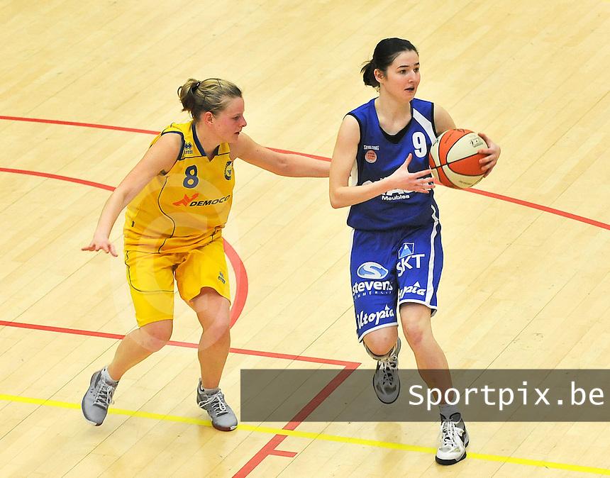 Beker Van Vlaanderen Seniores Dames ; Crack Blue Cats Ieper B - Basket Lummen A : Lieselotte Veracx aan de bal voor Inge Tiri (8).foto VDB  / Bart Vandenbroucke