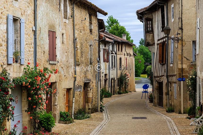 France, Dordogne (24), Saint-Jean-de-C&ocirc;le, labellis&eacute; Les Plus Beaux Villages de France, rue du village // France, Dordogne, Saint Jean de Cole, labelled Les Plus Beaux Villages de France (The Most beautiful<br /> Villages of France), street