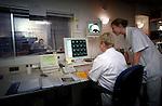 In het Academische Ziekenhuis Leiden wordt gewerkt met een MRI-scanner..© Ton Borsboom.steekwoorden: editorial, Nederland, gezondheidszorg, healthcare, ziekenhuis, ziekenhuizen, hospitaal, kliniek, clinic, hospital, patient, zorg, medische apparatuur, medische sector, geneeskunde, detail,  wachtlijst, techniek, werkdruk, ziektekosten, ziektekostenverzekering, zorgpolis, zorgverzekering, nood, detail, controle, arbeid, techniek, beeldscherm
