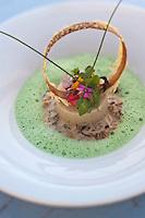 Europe/France/Corse/2B/Haute-Corse/Cap Corse/Erbalunga: Brandade de Denti et mouclade de l'étang de Diana, velouté basilic, recette de Jerry Monmessin chef du restaurant: Le Pirate,