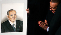 Il presidente del Consiglio Silvio Berlusconi ammira un suo ritratto donatogli da un sostenitore, al termine della convention dei Cofondatori del Popolo della Liberta' a Roma, 9 aprile 2011..Italian Premier Silvio Berlusconi admires a portrait given by a supporter to him, at the end of a meeting of the People of Freedom party in Rome, 9 april 2011..UPDATE IMAGES PRESS/Riccardo De Luca