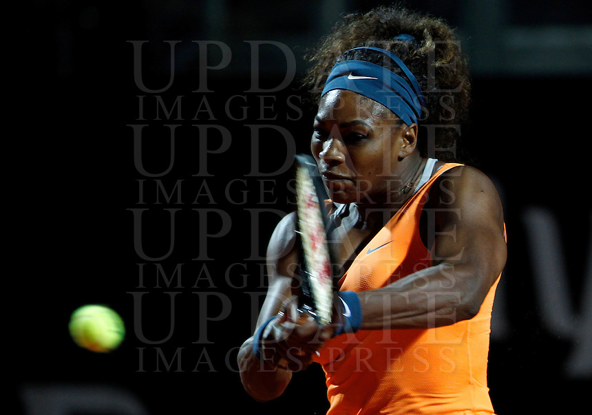 La statunitense Serena Williams in azione durante gli Internazionali d'Italia di tennis a Roma, 14 Maggio 2013..U.S. Serena Williams in action during the Italian Open Tennis WTA tournament in Rome, 14 May 2013.UPDATE IMAGES PRESS/Isabella Bonotto..