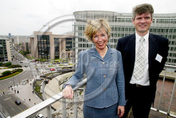 BRUSSELS - BELGIUM - 4 MAY 2004--Anne-Grethe STROM-ERICHSEN (Str¿m, Stroem) and Gunnar SELVIK with the EU Council and future EU Commission (Berlaymont) buildings in the back.-- PHOTO: ERIK LUNTANG / EUP-IMAGES