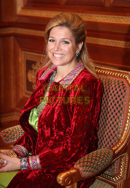 PRINCESS MAXIMA.Visited Muscat, audience with Sultan Qaboos bin al-Said of Oman, the royal palace in Muscat..(Kronprinz, Prinz Willem Alexander von Holland, der Niederlande mit Frau Prinzessin Maxima zu Besuch in Muscat, Audienz bei Sultan Qaboos bin al-Said von Oman).January 18th, 2009.royals royalty white half length green dress red wrap sitting .CAP/PPG.©People Picture/Capital Pictures