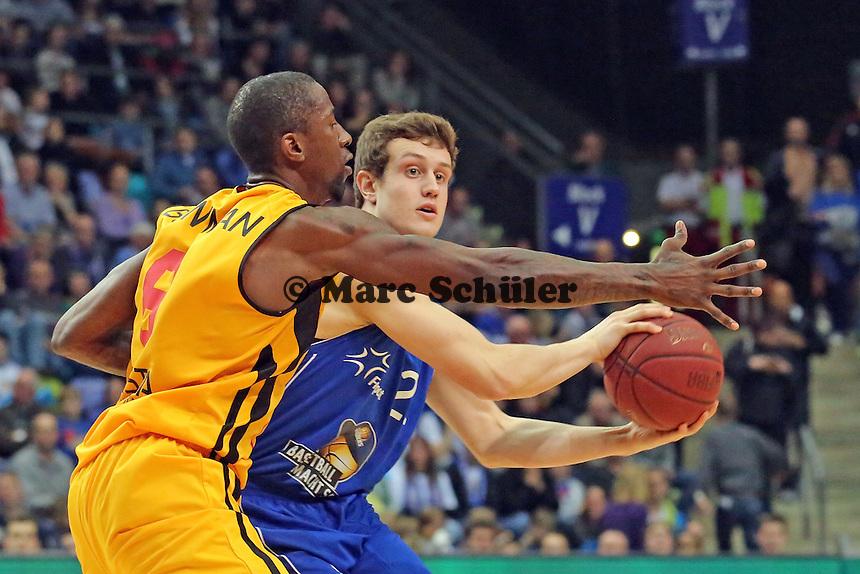 Johannes Richter (Skyliners) gegen Brandon Bowman (Vechta) - Fraport Skyliners vs. Rasta Vechta, Fraport Arena Frankfurt