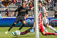 Mexico City September 23, 2014. Monterrey goalkeeper Jonathan Orozco (1) can not stop the ball that scored the first goal of the match dispatched by the Paraguayan Dante Lopez (9) before the eyes of the Colombian John Medina (3), during the final day of the regular season MX league. Encounter in which Pumas won 4-2 at Monterrey to classify quarterfinals. Photo by Miguel Angel Pantaleon/VIEWpress