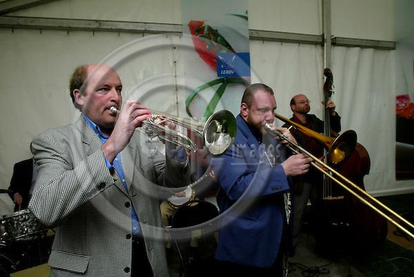 BRUSSELS - BELGIUM - 4 MAY 2004--SEAFOOD FAIR--.Leroy (leroey, Lerøy).-- PHOTO: ERIK LUNTANG / EUP-IMAGES
