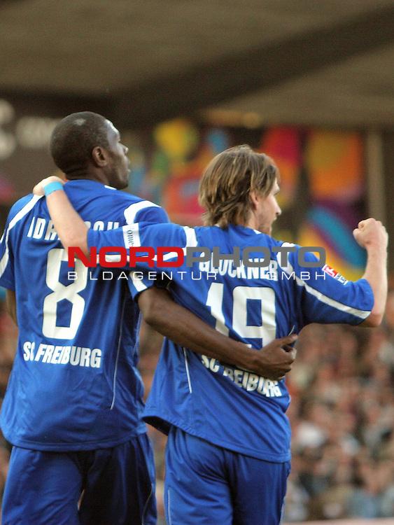 2.Liga FBL 2008/2009  29.Spieltag R&uuml;ckrunde<br /> FC St.Pauli vs. SC Freiburg 1:2<br /> <br /> Mohamadou Idrissou (Nr.8) und Andreas Glockner (Nr.19).<br /> <br /> <br /> <br /> Foto &copy; nph (nordphoto)<br /> <br /> *** Local Caption ***