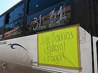 Querétaro,Qro. 2 de noviembre 2015. Esta mañana, nuevas cartulinas pegadas en algunas unidades del transporte público muestran descontento con la designación de Juan Barrios al frente de la Unión de Transporte Urbano de Querétaro. Foto: Alejandra L. Beltrán / Obture Press Agency
