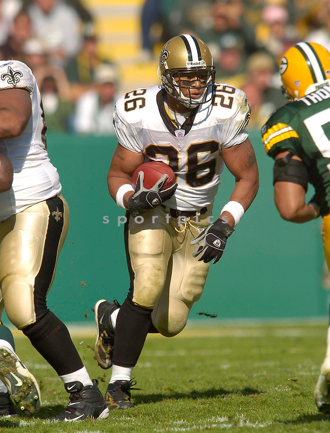 Deuce McAllister, of the New Orleans Saints, during their game against the Green Bay Packer on October 9, 2005...Packers win 52-3...Chris Bernacchi / SportPics