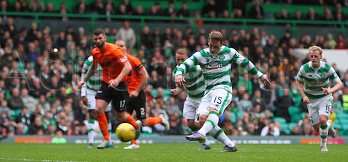 25.10.2015. Glasgow, Scotland. Scottish Premier League. Celtic versus Dundee United. Kris Commons scores a penalty for Celtic