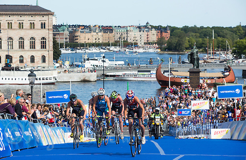24 AUG 2013 - STOCKHOLM, SWE - Competitors climb the hill through transition to start another lap of the elite women's ITU 2013 World Triathlon Series round in Gamla Stan in Stockholm, Sweden (PHOTO COPYRIGHT © 2013 NIGEL FARROW, ALL RIGHTS RESERVED)