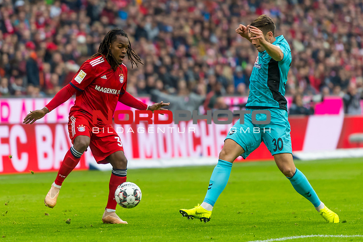 03.11.2018, Allianz Arena, Muenchen, GER, 1.FBL,  FC Bayern Muenchen vs. SC Freiburg, DFL regulations prohibit any use of photographs as image sequences and/or quasi-video, im Bild Renato Sanches (FCB #35) im kampf mit Christian Guenter (Freiburg #30) <br /> <br />  Foto © nordphoto / Straubmeier