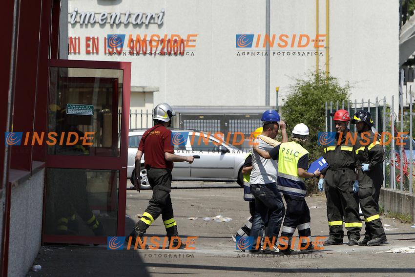 Un familiare di un operaio disperso esce dall'azienda Haemotronic di Medolla, rasa al suolo dalla scossa di terremoto di ieri 29 maggio 2012, dopo il riconoscimento del corpo recuperato oggi 30 Maggio 2012. ONE SHOT / INSIDEFOTO