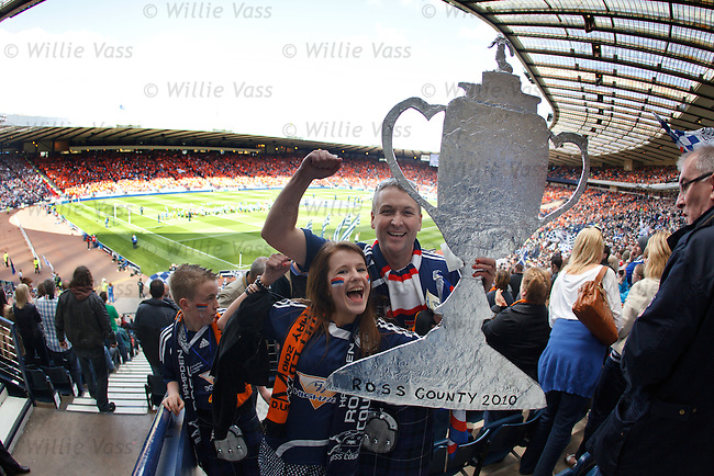 Ross County fans welcome their heroes onto the pitch for the start of the Scottish Cup Final