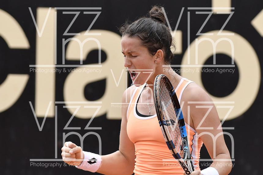 BOGOTA -COLOMBIA. 14-04-2017. Lara Arruabarrena (ESP) y Sara Sorribes Tormo (ESP) celebra la victoria después del partido de semifinal de final del Claro Open Colsanitas WTA 2017 jugado en el Club Los Lagartos en Bogota. /  Lara Arruabarrena (ESP) and Sara Sorribes Tormo (ESP) celebrates the victory after the match for the semifinal of Claro Open Colsanitas WTA 2017 played at Club Los Lagartos in Bogota city. Photo: VizzorImage/ Gabriel Aponte / Staff