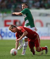 Fussball 1. Bundesliga :  Saison   2012/2013   1. Spieltag  25.08.2012 SpVgg Greuther Fuerth - FC Bayern Muenchen Toni Kroos (li, FC Bayern Muenchen) gegen Sebastian Tyrala (Greuther Fuerth)
