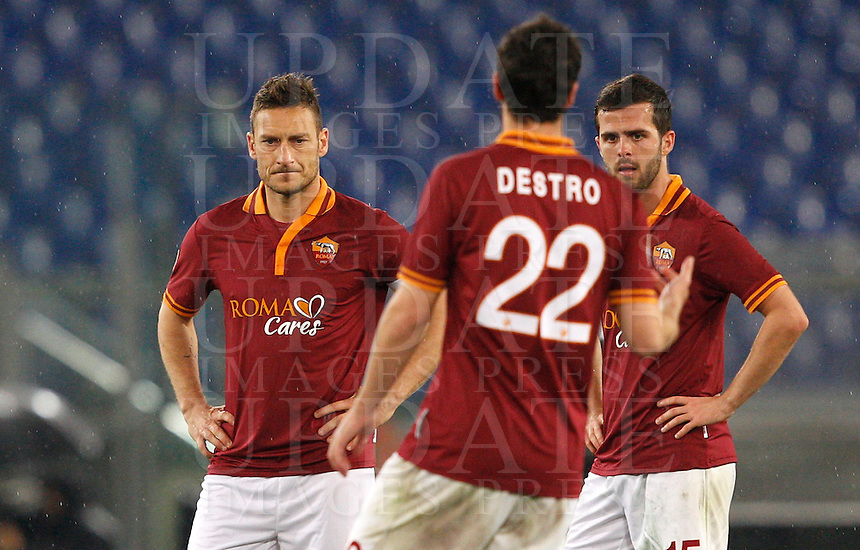 Calcio, Serie A: Roma vs Torino. Roma, stadio Olimpico, 25 marzo 2014.<br /> From left, AS Roma's Francesco Totti, Mattia Destro and Miralem Pjanic react after Torino scored during the Italian Serie A football match between AS Roma and Torino at Rome's Olympic stadium, 25 March 2014.<br /> UPDATE IMAGES PRESS/Riccardo De Luca