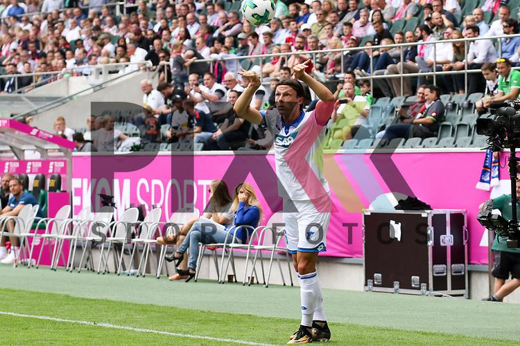 Hoffenheims Nico Schulz (Nr.16) mit einem Einwurf  beim Telekom Cup 2017 Bayern Muenchen - TSG Hoffenheim.<br /> <br /> Foto &copy; PIX-Sportfotos *** Foto ist honorarpflichtig! *** Auf Anfrage in hoeherer Qualitaet/Aufloesung. Belegexemplar erbeten. Veroeffentlichung ausschliesslich fuer journalistisch-publizistische Zwecke. For editorial use only.