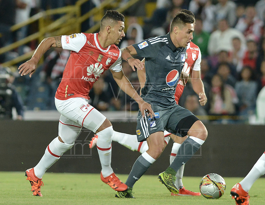 BOGOTÁ -COLOMBIA, 07-02-2016. Yeison Gordillo (Izq.) jugador de Santa Fe disputa el balón con Henry Rojas (Der.) jugador de Millonarios durante partido entre Independiente Santa Fe y Millonarios por la fecha 3 de la Liga Aguila I 2016  jugado en el estadio Nemesio Camacho El Campin de la ciudad de Bogota. / Yeison Gordillo (L) player of Santa Fe struggles for the ball with Henry Rojas (R) player of Millonarios during a match between Independiente Santa Fe and Cucuta Deportivo for the date 3 of the Liga Aguila I 2016 played at the Nemesio Camacho El Campin Stadium in Bogota city. Photo: VizzorImage/ Gabriel Aponte / Staff