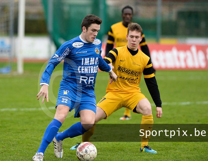 R Knokke FC - Pepingen : Gert Van Walle (links) aan de bal voor Michiel Lepage (r)<br /> Foto VDB / Bart Vandenbroucke