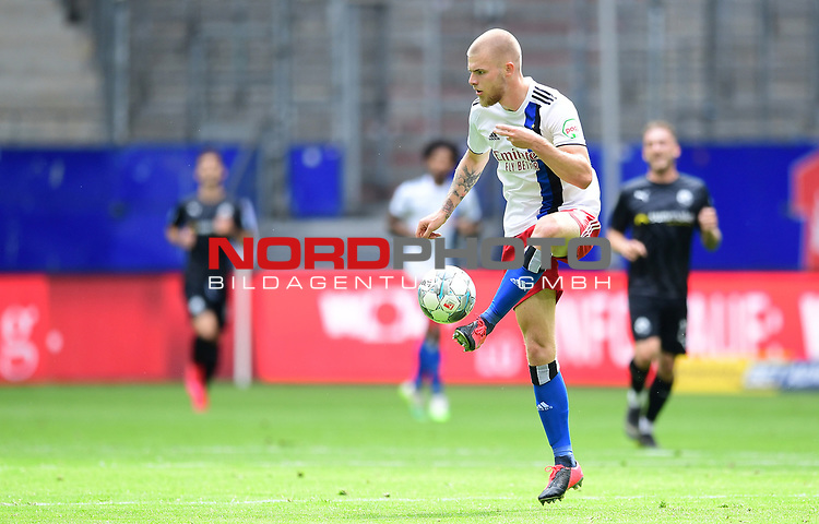 Rick van Drongelen (HSV)<br />Hamburg, 28.06.2020, Fussball 2. Bundesliga, Hamburger SV - SV Sandhausen<br />Foto: Tim Groothuis/Witters/Pool//via nordphoto<br /> DFL REGULATIONS PROHIBIT ANY USE OF PHOTOGRAPHS AS IMAGE SEQUENCES AND OR QUASI VIDEO<br />EDITORIAL USE ONLY<br />NATIONAL AND INTERNATIONAL NEWS AGENCIES OUT