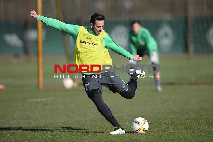 17.03.2016, Trainingsgelaende, Bremen, GER, 1.FBL, Training Werder Bremen<br /> <br /> im Bild<br /> Claudio Pizarro (Bremen #14) mit Schuss, <br /> <br /> Foto &copy; nordphoto / Ewert