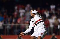 SAO PAULO SP, 05.10.2013 - Sao Paulo  X Vitoria - Luis Fabiano do São Paulo durante partida contra o Vitoria valida pelo campeonato brasileiro de 2013  no Estadio do Morumbi em  Sao Paulo, neste sabado, 05. (FOTO: ALAN MORICI / BRAZIL PHOTO PRESS).