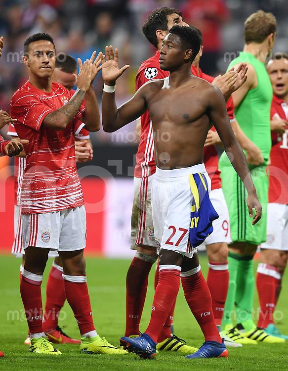 FUSSBALL CHAMPIONS LEAGUE SAISON 2016/2017 GRUPPENPHASE FC Bayern Muenchen - FK Rostow              13.09.2016 Schlussjubel FC Bayern; David Alaba (re) und Thiago Alcantara (li)