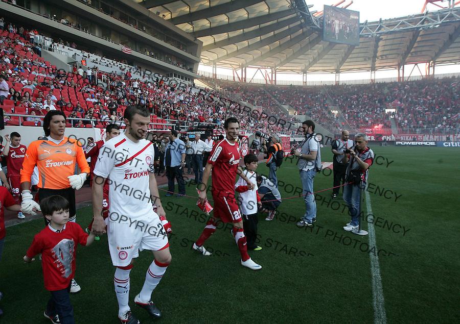 Fudbal.Olympiacos Vs. Crvena Zvezda.Marko Perovic, right.Athens, 09.05.2012..foto: Srdjan Stevanovic/Starsportphoto ©