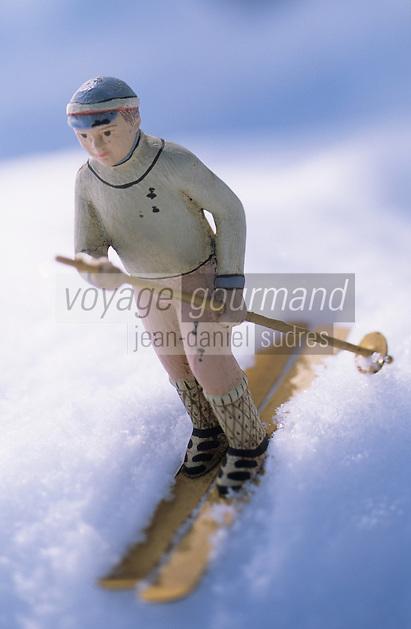 Europe/France/Rhone-Alpes/73/Savoie/Courchevel 1850 : Skieur de la boutique du Chamois (boutique de déco)