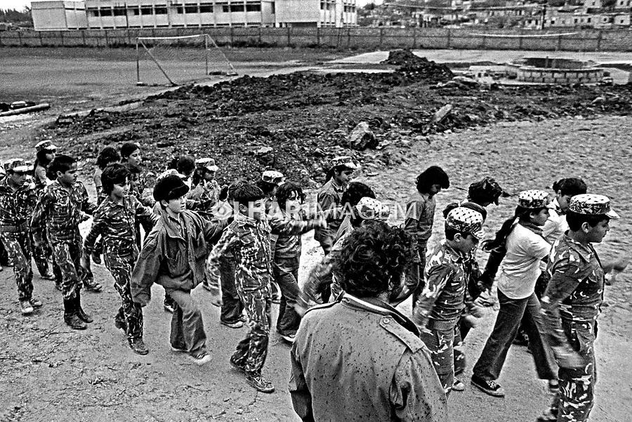 Treinamento militar em acampamento de refugiados palestinos. Sidon. Líbano. 1982. Foto de Juca Martins.