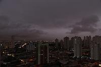 SAO PAULO, SP, 23/07/2013, CLIMA TEMPO. A terça-feira amanheceu com céu nublado na capital paulista, foto feita na região do bairro da Mooca.    LUIZ GUARNIERI/ BRAZIL PHOTO PRESS